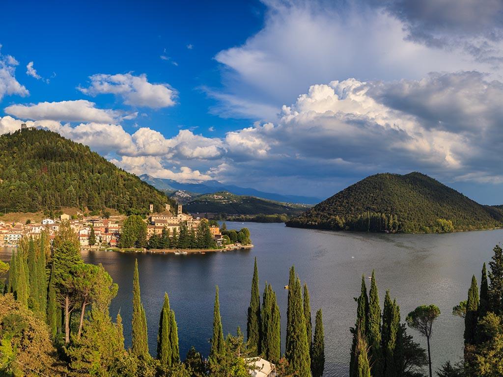 Lago_di_Piediluco,_panoramica