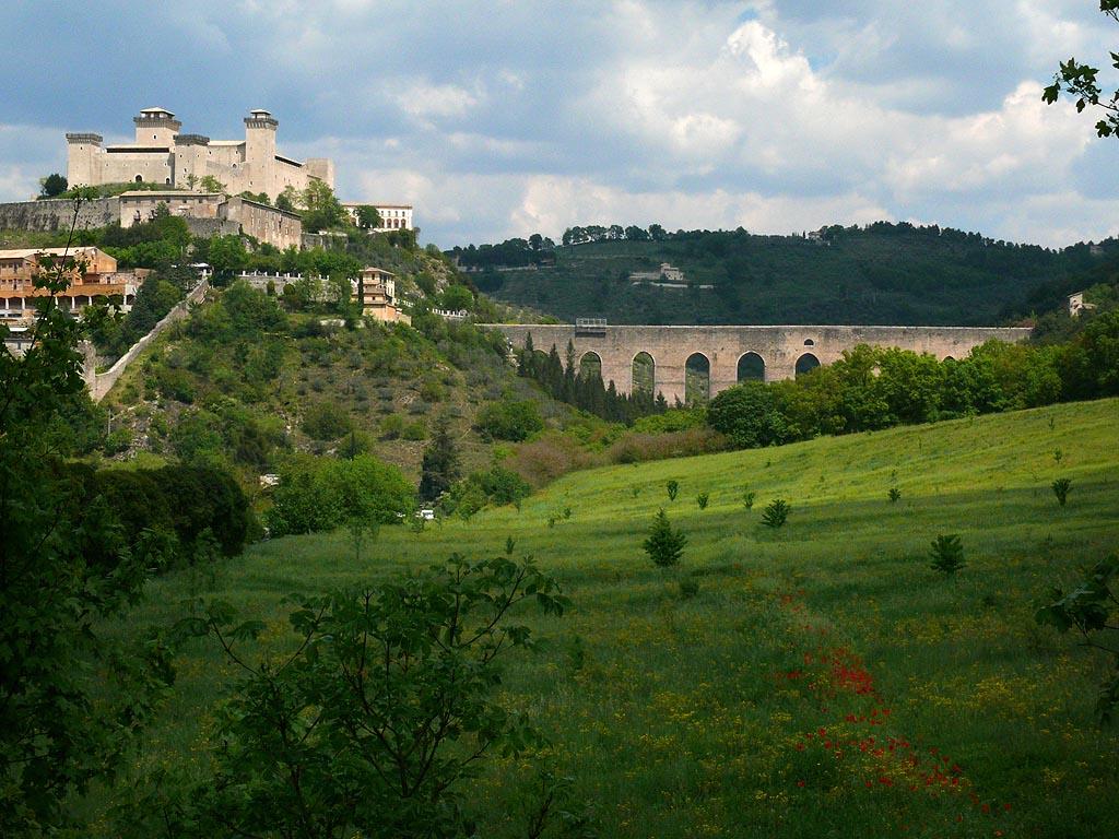 Rocca_Albornoz_and_Ponte_delle_Torri,_Spoleto